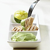 Grilled chicken pieces with avocado dip