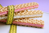 Cream-filled wafer with tape measure