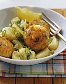 Fish cakes with sweet and sour potatoes and leeks