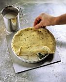 Zucchini-Feta-Tarte mit Minze zubereiten