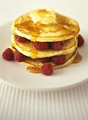 Pancakes with raspberries and maple syrup