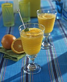 Orangen-Smoothi mit Crushed Ice