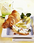 Wholemeal croissant with pear quark