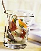 Eier im Glas mit Kresse und Chili