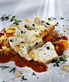 Ricottatörtchen mit Tomaten-Kapern-Sauce