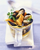 Mussels in anise-flavoured vegetable stock