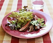 Rumpsteak mit Kräuterbutter und Eichblattsalat