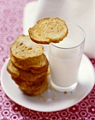 Bread chips with cinnamon and coriander and a glass of milk