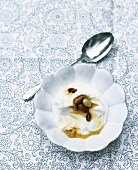 Greek yoghurt with honey and almonds
