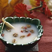 Rice porridge with ginseng and walnut