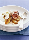 Baked banana and figs with yoghurt
