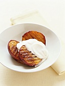 Grilled mango pieces with vanilla yoghurt
