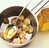 Glazing onions with honey