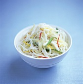 Glass noodle salad with peppers and onions