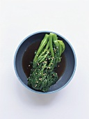 Spinach with sesame seeds in soy sauce