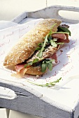 Ciabatta saltimbocca (Belegtes Brot mit Schnitzel & Rucola)