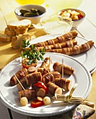 Bacon-wrapped sausages with mustard dip