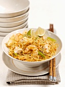 Rice noodles with shrimps, chicken and lime