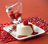 Panna cotta con i lamponi (Panna cotta with raspberries, Italy)