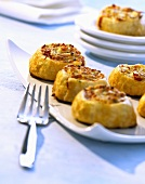 Puff pastry 'snails' with ham