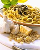 Spaghetti con pesto alla genovese (Spaghetti with pesto, Italy)