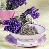 Flowering and dried lavender in a bowl