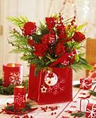 Rosenstrauss in einer Filztasche als Weihnachtsdeko