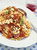 Bavette all'amatriciana (Pasta with bacon & tomato sauce)