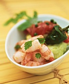 Avocadopüree mit Tomaten und Koriander-Shrimps
