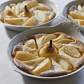 Pear pudding in baking dishes