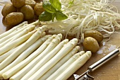 Peeled white asparagus, boiled potatoes & asparagus peelings