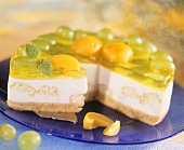 Cheesecake with sponge and fruit