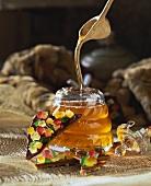 Ein Glas Bienenhonig & Schokoladen-Karamell
