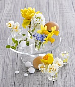Table decoration of spring flowers and eggs