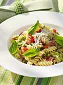 Spiral pasta with tomatoes, courgettes and pesto