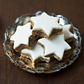 Five cinnamon stars on a silver plate