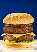 Ein Doppel-Cheeseburger
