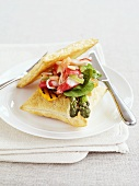 Puff pastry cushions with asparagus and crabmeat