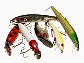 Verschiedene Angel-Haken in Fischform