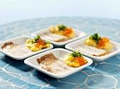 Geräucherter Aal mit Cheddar-Rührei und Forellenkaviar