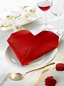 Napkin folding design: 'Heart'