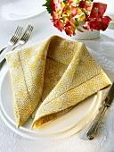 Napkin folding design: 'Stole'
