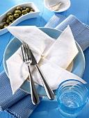 Napkin folding design: 'Pinwheel'