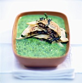 Spinach soup with ravioli