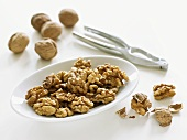 Whole walnuts, walnut kernels and nutcracker