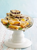 Apricot- and blueberry slices