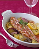 Red mullet on potatoes, onions and lemon