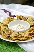 Potato crisps with garlic dip