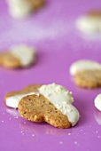 Nut trefoils with white chocolate coating