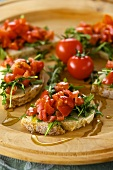 Crostini pomodoro e rucola (toasted bread with tomatoes and rocket, Italy)